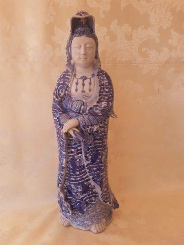 Japanese Porcelain Statue: Guan Yin. Taisho Period ( 1912-1928)