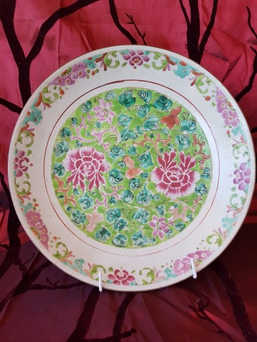 No 203 Chinese Porcelain Charger with Flowers in Pink and Green, 33 cm