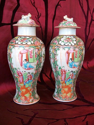 No 46 – Pair of Cantonese Baluster Vases, Late Qing Dynasty
