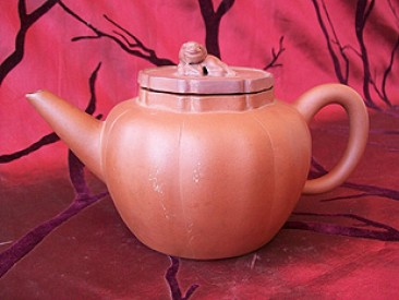 No 142 – Chinese Yixing Teapot with Qilin Lid, Late Qing Dynasty (1644-1911)