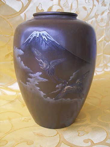 Japanese Bronze Vase with Silver Inlay of Mount Fuji with Cranes, Taisho period